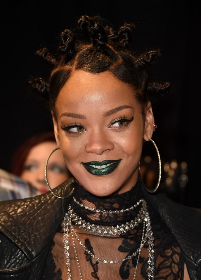 Rihanna Received Worst Look Of The Night At The IHeart Radio Awards bantu knots