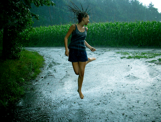 woman-dancing-in-rain2