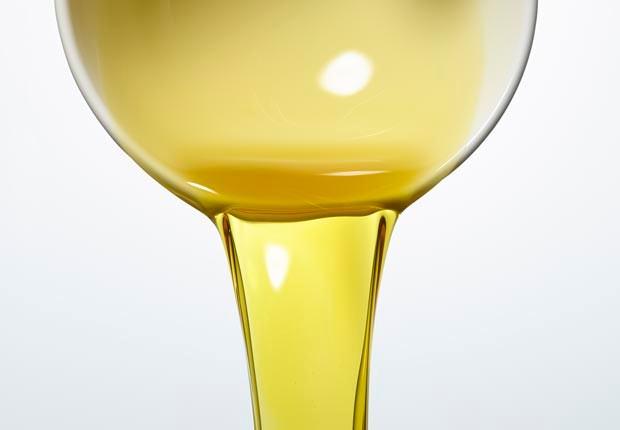 620-olive-oil-pour.imgcache.rev1363711693956.web