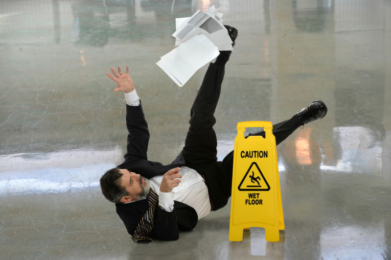 man-slipping-on-wet-floor-sgplaw.com_1-e1434639572930