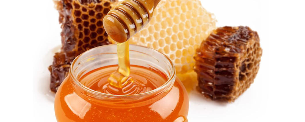 Our Top 4 Honey Treatments For Damaged And Dry Hair