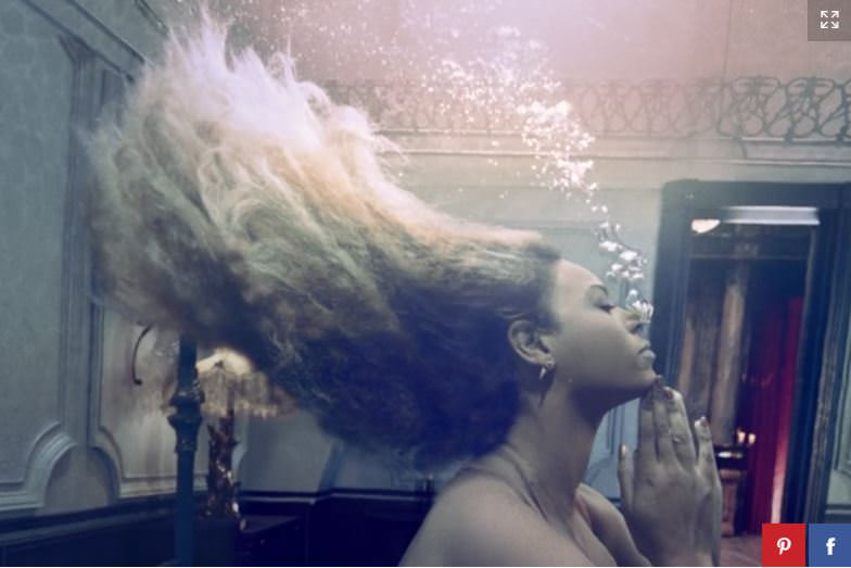 beyonce cloudy textured hair under water